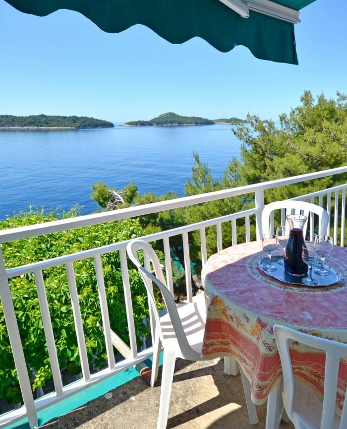 Pogled na more s balkona apartmana 4 Koća
